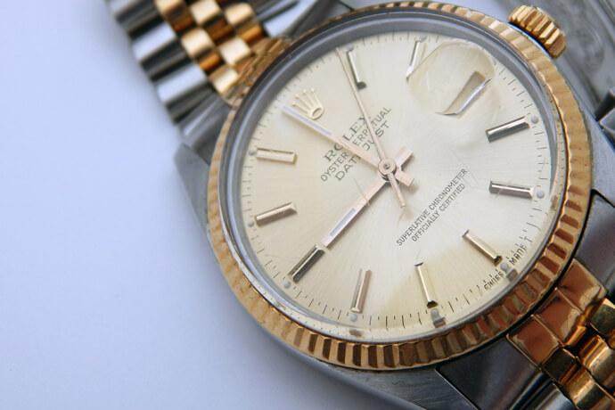 我的勞力士手錶10幾年了,當初用15萬買入,現在急需現金,可以借多少錢?