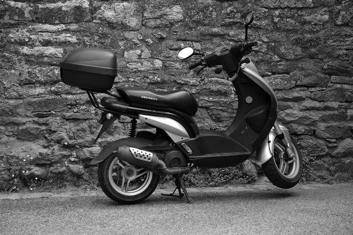 我有一台110的摩托車,想要辦機車借款免留車,可是我在黃昏市場工作,領的是現金沒有薪轉資料,這樣可以借錢嗎?