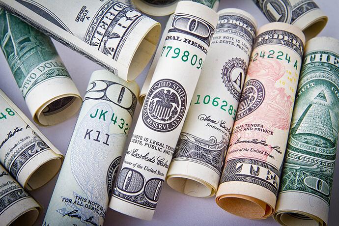 急需借錢,有哪些快速借錢方法推薦嗎?生活中我們總會碰到急需借錢臨時周轉的情況,這時如果親朋好友資金又不方便的時候,能想到的快速借錢方法可能就是去當舖這種民間金融機構求助了,但是一定要記住一點,借錢都是要還的,非萬不得已,不要借,且借錢之前一定要想清楚自己有沒有能力還,如果沒有能力還,也不要借,會有很大的信用風險。