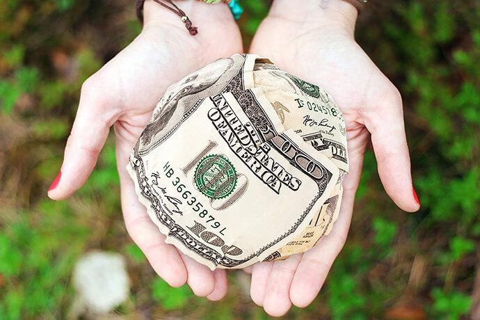 很多人聽過代償這個詞,卻不太了解什麼是代償,今天就來好好解說一下這個名間借款專有名詞。代償是什麼?代償意旨在原先的當鋪已經有做典當,而債務人可能因為典當價錢太低不滿意或利息太高等等原因,導致想要透過轉當代償,來降低利息或是在提高原先典當的金額。而為什麼會有代償的產生?以台中區為例,台中當鋪大大小小間約有300間左右...
