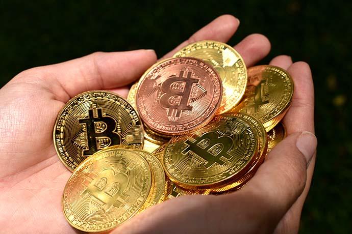 大多人都想知道金價怎麼算、賣黃金價格從哪找資訊?不論銀樓或當鋪、珠寶店、金飾店,都有再做金飾的買賣,那黃金賣出的價錢是如何制定的呢?又是如何算重量跟您報價?要知道目前的金價,可上網搜尋金價的國際報價,金價每小時都會有波動,價錢隨時都會有小幅的調整。金價價錢又分為兩項,黃金條塊以及黃金飾金,若是金塊、金條價錢會...