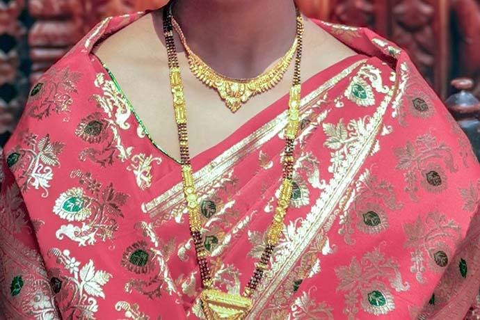 黃金在現代金融市場的角色,是一種世界貨幣的象徵,它的稀有性使黃金十分珍貴,而黃金的穩定性使黃金便於保存,所以黃金不僅成為人們物質的財富,還成為人們儲藏財富的重要品項,故黃金製品得到了眾人的青睞。而且,黃金在工業和高科技領域方面的應用逐漸廣泛,是全球公認有價值的流通貨幣,屬於世界各國的儲備品。全球爭相成立各種黃金交易所…