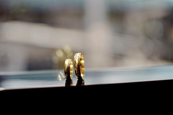 國際金價的不斷攀升,正如火如荼地影響著黃金市場的銷量。近期,黃金飾品價格也應聲上漲,消費者購買意願增強,銷售量持續攀升。相對的持有金飾的民眾若有資金的需求又不想賣金飾的話,也可以去找尋金飾當舖做典當金飾,因為金價不斷攀升中,除非急用,不然賣掉是很可惜的。在典當金飾上,都有一些細節需要留意,舉凡賣金飾要證件嗎?需要攜帶…