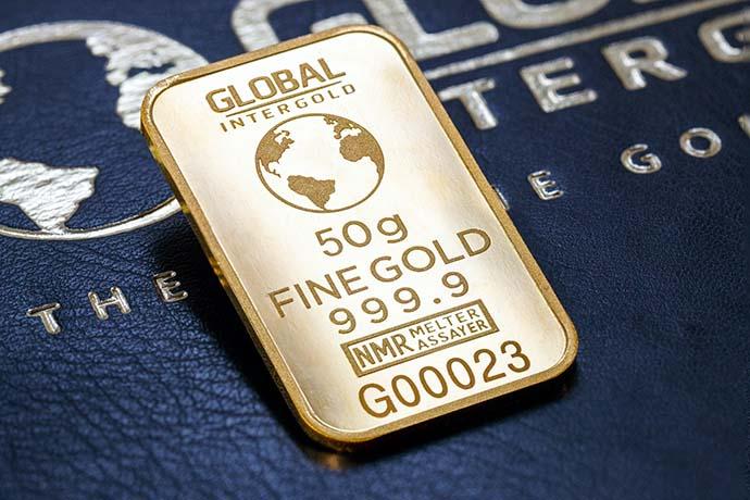 2020年掀起一股賣金潮,從未賣過黃金的民眾,紛紛好奇將黃金賣出時,黃金價格怎麼算?黃金去哪賣?在金價水漲船高的情況下,民眾們想出售的意願一定會提升,畢竟很多黃金可能是老一輩或之前的結婚飾金、小孩子周歲的飾金等等。金價在2020年來到了高點,之前所購買的金塊、金條、飾金…等黃金製品,如今拿來賣都是賺錢的。今年也非常多…