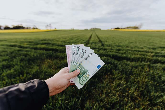 原車融資是什麼意思?顧名思義是用你名下所擁有的汽機車來申作為擔保品,向銀行、當鋪、貸款公司借款抵押,取得一筆資金,爾後,每個月償還貸款的費用,不僅可讓借款人在申辦貸款後取得資金,還能繼續使用交通工具,不造成借款人的不便,這就是原車融資的意思。至於關於原車融資利率如何計算以及原車融資聯徵是否每家融資機構都會執行的問題,…