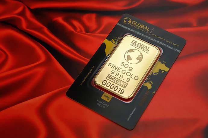 許多人看準今年金價的亮眼成績,紛紛想將手頭上的黃金釋出來換取現金。對於從來沒有將黃金釋出換取現金的人來說,對於黃金價錢較為陌生。那麼黃金現在的價錢適合賣出嗎?黃金高價回收有可能嗎?以下由東興台中當舖為你解析黃金現在的價錢以及黃金高價回收管道怎麼尋找。黃金現在的價錢是多少?還有機會再攀升嗎?的確,依照黃金今年的國際報價…
